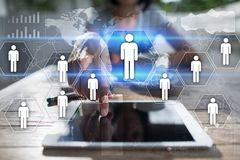 Het menselijke middelbeheer, u, rekrutering, leiding en teambuilding Bedrijfs en technologieconcept stock foto