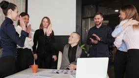 Het mensenwerk voor Bedrijfsproject met team samen Bedrijfsmensensucces voor het werkconcept stock footage