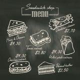 Het menu die van de sandwichkrabbel op schoolbordachtergrond trekken Stock Afbeelding