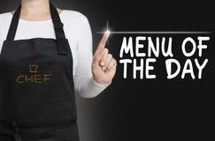 Het menu van het scherm van de dagaanraking wordt in werking gesteld door chef-kok Royalty-vrije Stock Fotografie