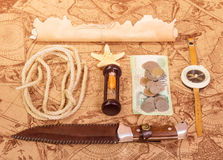 Het mes, een kompas en andere toebehoren voor Stock Fotografie