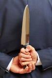 Het mes van de handholding achter zijn rug royalty-vrije stock foto's