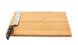 Het mes van de staalkeuken op scherpe raad Royalty-vrije Stock Foto's