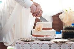 Het mes van het cakehuwelijk Stock Foto