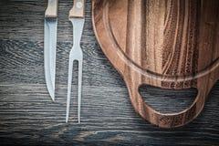 Het messen scherpe raad van de vleesvork op uitstekende houten achtergrond Stock Fotografie