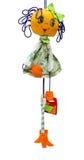 Het met de hand gemaakte poppenstuk speelgoed isoleerde dun vrolijk meisje in korte kledingswi Stock Afbeeldingen