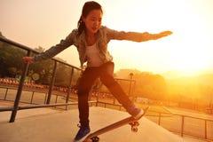 Het met een skateboard rijden stock foto