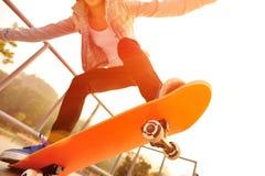 Het met een skateboard rijden royalty-vrije stock afbeeldingen