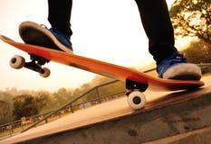 Het met een skateboard rijden stock fotografie