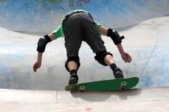Het met een skateboard rijden Stock Afbeeldingen