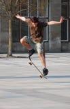 Het met een skateboard rijden stock afbeelding