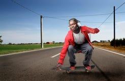 Het met een skateboard rijden van de kerel royalty-vrije stock foto's