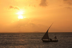 Het met een sleeplijn vissen met zeilboot Royalty-vrije Stock Fotografie