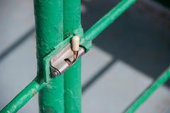 Het metaal heck is gesloten op de ijzerdeuren royalty-vrije stock foto's