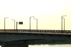 Het metaalbrug van de zonsondergang Royalty-vrije Stock Afbeeldingen