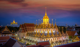 Het Metaalpaleis van Wat Ratchanaddaram en van Loha Prasat Royalty-vrije Stock Foto's