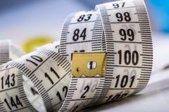 Het meten van band van de kleermaker Close-upmening van wit die band meten Royalty-vrije Stock Foto's