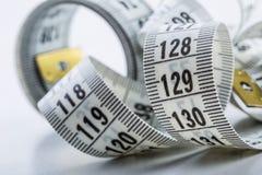 Het meten van band van de kleermaker Close-upmening van wit die band meten Royalty-vrije Stock Afbeeldingen