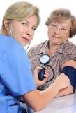 Het meten van bloeddruk stock foto's