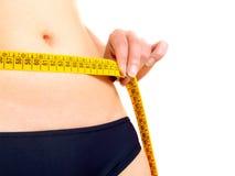 Het meten van de buik van een vrouw stock afbeeldingen