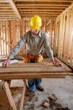 Het Meten van de werkman Stock Foto