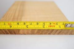 Het meten van hout royalty-vrije stock afbeelding