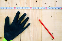 het meten van houten planken Stock Foto's