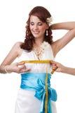 Het meten van taille van een bruid stock afbeelding