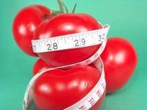 Het meten van Tomaten stock afbeeldingen