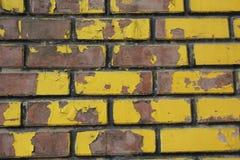 Het metselwerk is bruin en geel stock foto