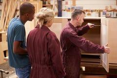 Het Meubilair van timmermanswith apprentices building in Workshop royalty-vrije stock fotografie