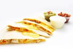 Het Mexicaanse voedsel van kippenquesadilla Royalty-vrije Stock Afbeeldingen