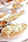 Het middagmaal van het buffet, aardappelsalade in voorgrond Stock Fotografie