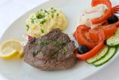 Het middel van het lapje vlees, groente, salade Stock Afbeelding