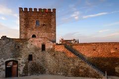 Het middeleeuwse dorp van Monsaraz is een toeristische attractie in Alentejo, Portugal stock foto's