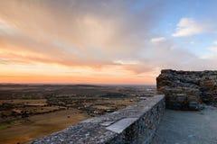 Het middeleeuwse dorp van Monsaraz is een toeristische attractie in Alentejo, Portugal royalty-vrije stock foto's