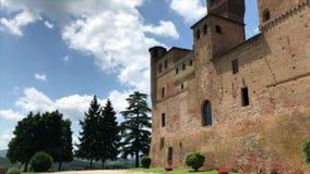 Het middeleeuwse Kasteel van Grinzane Cavour in Piemonte stock video