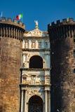 Het middeleeuwse kasteel van Maschio Angioino royalty-vrije stock foto