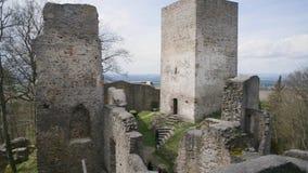 Het middeleeuwse klooster van kasteeltorens stock video