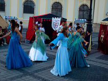 Het middeleeuwse meisjes dansen Royalty-vrije Stock Foto's