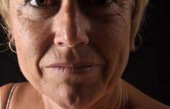 Het midden oude close-up van het vrouwengezicht royalty-vrije stock afbeeldingen