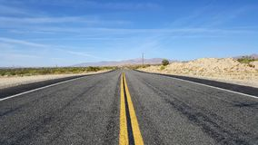 In het midden van de weg Stock Afbeelding