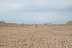 In het midden van de woestijn Royalty-vrije Stock Afbeeldingen
