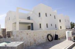 Het middenoosten Mitzpe Ramon, Israël 29 februari, de installatie van de nieuwe zonnebedrijven ` hom-Hanegev ` van waterverwarmer Royalty-vrije Stock Foto's