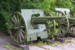 het militaire kanon van 75 mm van (de trofee van het rode leger tijdens de oorlog met Polen in 1920) Russisch-Poolse oorlog 1897 stock afbeelding
