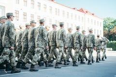 Het militaire laarzenleger loopt de paradegrond royalty-vrije stock afbeeldingen