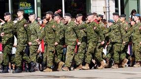 Het militaire Marcheren in KDays-Parade Edmonton Alberta Royalty-vrije Stock Foto's