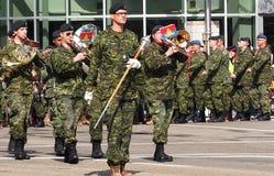 Het militaire Marcheren in KDays-Parade Edmonton Alberta Stock Foto