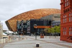 Het Millenniumcentrum van Wales, Cardiff, van Waterkant wordt bekeken die stock afbeeldingen