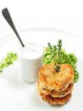 Het mini Lapje vlees van de Zalm met Verse Komkommer royalty-vrije stock afbeelding